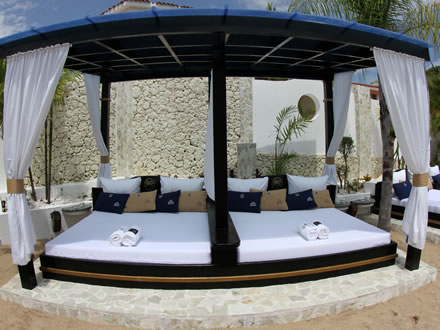 Vip pool beds